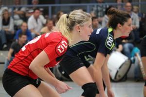 Cindy Kremer und Franziska Hörnlein in Erwartung des nächsten Aufschlags: Gegen Blankenburg gewann der USV mit 3:0!