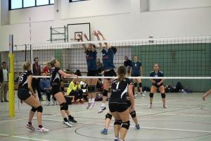Tina Hinze und Vivien Mayska im Block gegen den HSV Cottbus: Am Ende stehen 5 Punkte zu Buche!