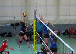 Ulrike Engel setzt sich gegen den Block des BVV durch. Am Ende steht steht es 3:0 für Potsdam.