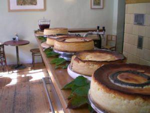 Wer kann da widerstehen? Das Café Guam bietet nicht nur leckeren Käsekuchen in allen Variationen, sondern engagiert sich nun auch beim USV Potsdam.